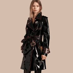 Unlined Patent Leather Trench Coat by Burberry Raincoats For Women, Jackets For Women, Men's Jackets, Trent Coat, Imper Pvc, Burberry Trenchcoat, Black Raincoat, Best Leather Jackets, Pvc Coat