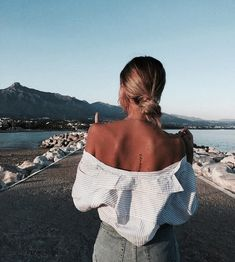 Blue skies and blue waters Messy Bun Hairstyles, Summer Hairstyles, Best T Shirt Designs, Big Spring, Creative Shirts, Hot Hair Styles, Pinterest Fashion, Fashion Advice, Fashion News