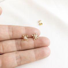 Gold Earrings For Kids, Kids Earrings, Jewelry Design Earrings, Gold Earrings Designs, Tiny Stud Earrings, Ear Jewelry, Diamond Stud Earrings, Earings Gold, Gold Jewelry