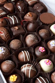 Reasons To Open a Belgian Chocolate Store - Belgian Chocolate Chocolate Bonbon, Chocolate World, Chocolate Day, Chocolate Dreams, Chocolate Delight, Chocolate Sweets, Chocolate Gifts, Chocolate Truffles, Chocolate Lovers