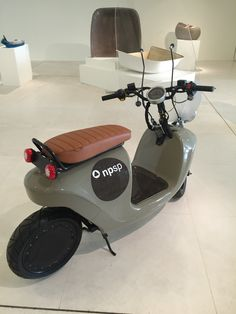 Scooter Motorcycle, E Scooter, Motorcycle Design, Auto Motor, Motor Car, Electric Scooter, Electric Cars, Honma Golf, Car Hacks