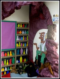"Using a ""BFG + Dream Jars"" (write titles of favorite books on the jars) is a creative idea for designing a reading corner in your classroom. This would be a perfect idea for a fourth grade classroom. Writing prompts in the dream jars! Teaching Displays, Class Displays, School Displays, Library Displays, Classroom Displays, Teaching Ideas, Reading Corner Classroom, New Classroom, Primary Classroom"