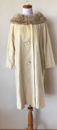 193d22ad18476 Vintage Cream 100% Cashmere Coat with Mink Collar Women s Evening ILGWU Med  8-10  Haygartys