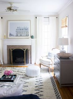 Top 25 Benjamin Moore and Sherwin Williams White Paint Colors Home Living Room, Living Room Decor, Living Spaces, Small Living, Living Area, White Paint Colors, White Paints, Wall Colors, 1930s House Interior