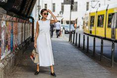 Für meinen ersten Fashion Week Look habe ich mich für ein sommerlichesKleid von A.P.C entschieden. Mich überhaupt erst mal in eines zu bekommen, ist grundsätzlich halteher schwer. Bei diesem schönen, schlicht geschnittenem Traum in Weiß, habe aber selbst ich es nicht lassen können. Mehr dazu hier: http://www.blogger-bazaar.com/2016/07/01/rebelle-fashion-week-look/ Berlin, Fashion Week, Lena Lademann, White, sunglasses