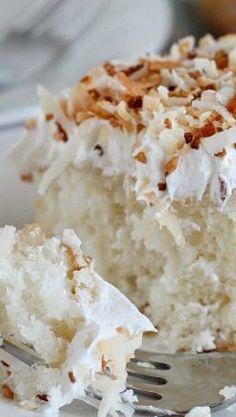 Coconut Cream Poke Cake - Cocinando con Alena