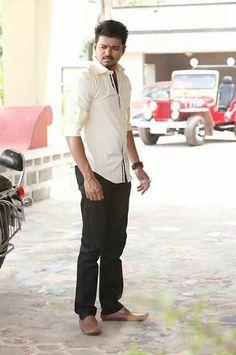 Download the latest stills of Ilayathalapathy Vijay ... Kaththi Vijay Stylish Stills
