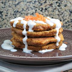 Carrot Cake Pancakes with Cream Cheese Drizzle - a healthy twist on carrot cake made for breakfast! Brunch Recipes, Breakfast Recipes, Pancake Recipes, Carrot Recipes, Flour Recipes, Waffle Recipes, Pumpkin Recipes, Carrot Cake Pancakes, Buttermilk Pancakes