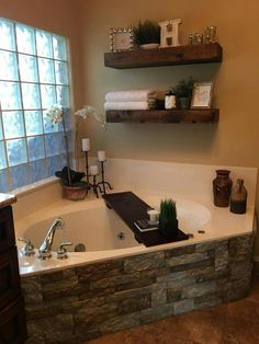 Floating Shelves and Bathroom Ideas - Ide .- 25 + › schwebende Regale und Badezimmer Ideen – Ideen … Floating Shelves and Bathroom Ideas – ideas … - Casa Rock, Regal Bad, Corner Tub, Corner Jacuzzi Tub, Floating Shelves Diy, Floating Cabinets, Bath Decor, Bathroom Shelf Decor, Small Bathroom
