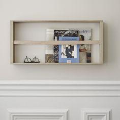 """Der """"Norr""""-Magazinhalter von Skagerak aus Eichenholz ist funktional und minimalistisch."""