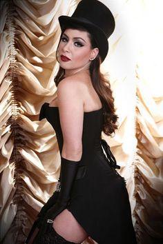 Pitty magicamente incrível vestida de mágica!