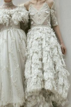 Chanel Haute Couture s/s 2013 Would so wear them as wedding dresses Couture Mode, Couture Fashion, Chanel Couture, Chanel Fashion, Mode Chanel, Fashion Details, Fashion Design, Looks Vintage, Mode Inspiration