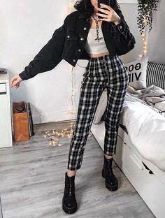 #aesthetic #vintage #dark #tumblr #style #lights #room #fashion  https://weheartit.com/entry/326795181 Grunge Style, Grunge Girl, Grunge Look, 90s Style Outfits, Grunge School Outfits, Soft Grunge Outfits, Trendy Outfits, Vintage Outfits, Cool Outfits