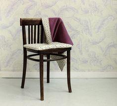 Kocyk, może służyć również za kołderkę czy narzutę  do dziecięcego łóżeczka. Dzięki swojej gramaturze jest lekki i sprawdzi się świetnie w każdej podróży (tej małej i tej dużej). W zestawie bawełniana poduszka pasująca do  kompletu. Dining Chairs, Handmade, Furniture, Home Decor, Hand Made, Decoration Home, Room Decor, Dining Chair, Craft