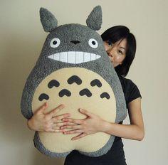 totoro pillow by melkatsa. this is handmade!! AHHHHHH I WANT ITTTTT. guys, make it for me.    BLANDINE!!!