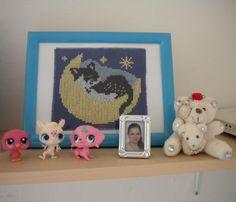Mini fotečka - jsem já (15 let) Mini, Frame, Home Decor, Cross Stitch, Gatos, Picture Frame, Decoration Home, Room Decor, Frames