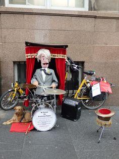 Street performer in Edinburgh  https://analogueboyinadigitalworld.wordpress.com/2015/09/02/edinblog-2015/
