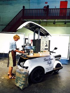 Girl And Boy Printing Videos Technology Architecture Mobile Restaurant, Mobile Cafe, Mobile Shop, Mobile Coffee Cart, Mobile Coffee Shop, Food Cart Design, Food Truck Design, French Coffee Shop, Vespa