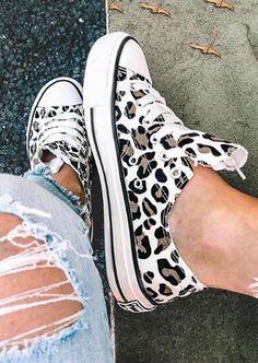 Sneakers Mode, Sneakers Fashion, Fashion Shoes, Fashion Outfits, Trendy Outfits, Girl Outfits, Fashion Quiz, 2000s Fashion, Fast Fashion