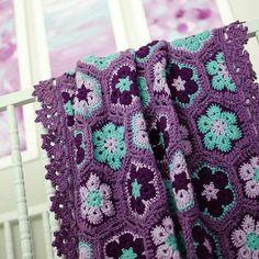 African Flower aka Paperweight crochet blanket.  Hayırlı aksamlar bebek battaniyesi kirlent koltuk salı spariş vermek isterseniz DM  mesaj bırakabilirsiniz    #crochetaddict #grannysquare #crochetpattern #instacrochet #crocheting #handmade #hobbylobby #crocheted #crochetlover #crochetlove #sewing #häkeln #virka #handcraft #crochetblanket #crochetdesign