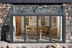 Beautiful Stone Cottage - sleeps 6/7 beside beach - Häuser zur Miete in Roundstone, Galway, Irland Irish Cottage, Stone Cottages, Stone Houses, Cottage Interiors, Cottage Homes, Dining Area Design, Detail Architecture, Beach Houses For Rent, Cottage Dining Rooms