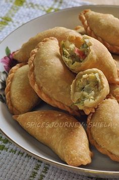 Sweet Pastries, Bread And Pastries, Appetizer Recipes, Snack Recipes, Cooking Recipes, Appetizers, Roti Canai Recipe, Curry Puff Recipe, Malaysian Food
