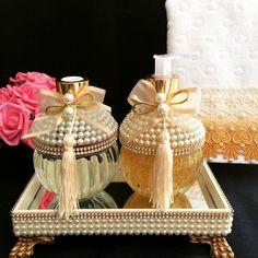 with ・・・ Kit bojudo. Diy Bottle, Bottle Art, Bottle Crafts, Diy Craft Projects, Diy And Crafts, Garrafa Diy, Kits Lavabo, Shabby Chic Crafts, Antique Perfume Bottles