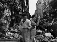 Doisneau. Rue Montorgueil, 1953. Paris.