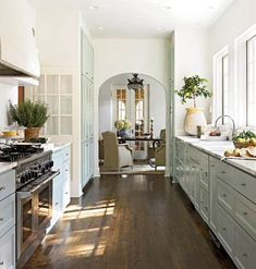 Carol-Glasser-Austin-Kitchen-Beautifully-Seaside
