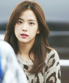 Blackpink Jisoo, Kim Jennie, Yg Entertainment, South Korean Girls, Korean Girl Groups, Black Pink ジス, Blackpink Photos, Blackpink Fashion, Korean Singer