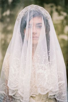 Blusher veil with couture headpiece // Photography: Tec Petaja