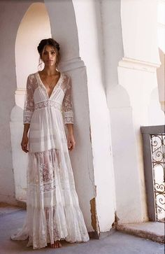 Hippie chic lace dress – it combines refinement and spirit of freedom - Mode et Beaute Gypsy Look, Boho Gypsy, Bohemian Style, Gypsy Style, Vintage Bohemian, Vintage Lace, Boho Bride, Boho Wedding Dress, Wedding Dresses