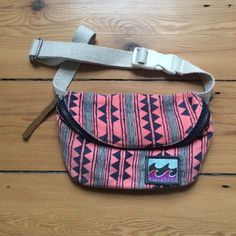 Billabong fanny pack Super cute fanny pack! Never used. Perfect for the beach to hold a few extra things or going to the farmers markets or yard sales! Billabong Bags Mini Bags