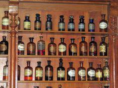 Botellas de farmacia antiguas
