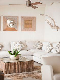 Salas de estilo mediterraneo por Casa Bruno - the way to feel good Cottage Living, Coastal Living, Coastal Decor, Home And Living, Living Room, Modern Living, Ibiza Beach, Beach Cottage Style, Beach House