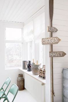 Shabby Chic Beach Style I love white seaside cottages with touc. Beach Cottage Style, Coastal Style, Beach House, Seaside Decor, Coastal Decor, Seaside Theme, Shabby Chic Beach, Scandinavian Home, Coastal Homes