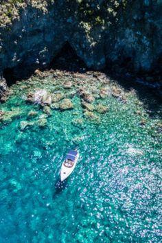 🏖 Die italienische Insel Ischia im Golf von Neapel wird bei Urlaubern zunehmend beliebter. Was ihr auf der Vulkaninsel und im Golf von Neapel erleben könnt, an welchen Stränden und Thermalquellen es sich am besten relaxen lässt und wie ihr nach Ischia kommt, verrate ich euch in meinen Tipps #ischia #italy #neapel #holiday #summer #travel #reisetipps #reisemagazin #italien Cinque Terre, Verona, Norway Travel, Beautiful Islands, Bergen, Walt Disney World, Places To Go, Golf, Road Trips
