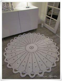 nice Crochet Carpet, Crochet Rugs, Rugs And Mats, Crochet Home Decor, Grey Roses, Crochet Shoes, Doilies, Floor Rugs, Lana