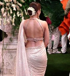 Fashion photography ideas - Blouse designs Indian bride looks the. - Fashion photography ideas – Blouse designs Indian bride looks the best when she we - Choli Blouse Design, Sari Blouse Designs, Blouse Patterns, Saree Jacket Designs Latest, Kurta Designs, Stylish Blouse Design, Fancy Blouse Designs, Sexy Blouse, Saree Blouse