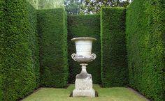 Longleat Vase Famous Gardens, Garden Urns, Darkness Falls, Formal Gardens, Green Garden, Topiary, Decoration, Garden Inspiration, Beautiful Gardens