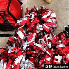 Cheerleading Pom Poms, Cheer Camp, Team Building, Cheers, Christmas Wreaths, Gift Wrapping, Holiday Decor, Instagram Posts, Fun