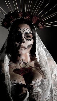 Mexico Day Of The Dead, Day Of The Dead Girl, Sugar Skull Makeup, Sugar Skull Art, Sugar Skulls, Chicano Love, Chicano Art, Dark Fantasy Art, Dark Art