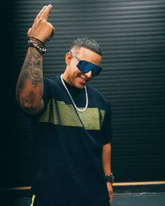 Listen to every Daddy Yankee track @ Iomoio Daddy Yankee, Crush Amor, Rap Singers, Puerto Rican Singers, Latin Artists, Dad Advice, Latino Men, Romeo Santos, Rap God