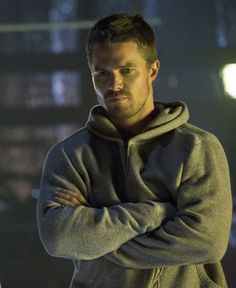 Stephen Amell Looking Hot on Arrow