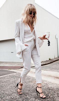 Street style look todo branco.
