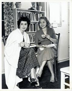 VINTAGE PHOTO 1950 ELIZABETH TAYLOR JANE POWELL Original Candid MGM GRADUATION picclick.com