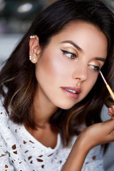 Gold eyes, bronzed skin and a natural lip the perfect summer look. Shop our eyeshadows here > https://www.priceline.com.au/cosmetics/eyes/eyeshadow
