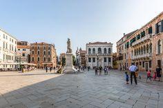 Campo Santo Stefano è uno dei campi più conosciuti di Venezia, essendo solitamente di passaggio da Piazza San Marco verso il Ponte dell'Accademia per Piazzale Roma.