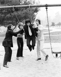 Singer Roger Daltrey, guitarist Pete Townshend, bassist John Entwistle and drummer Keith Moon of the rock and roll band 'The Who' pose for a portrait during a session at Griffith Park on February 1968 in Los Angeles California. Rock And Roll Bands, Rock N Roll, John Entwistle, Keith Moon, Pete Townshend, Roger Daltrey, Griffith Park, Pop Rock, Video Film