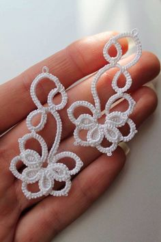 Occhi earrings, tatting, Frivolite earrings by Schrejderiha on Etsy https://www.etsy.com/listing/210956075/occhi-earrings-tatting-frivolite